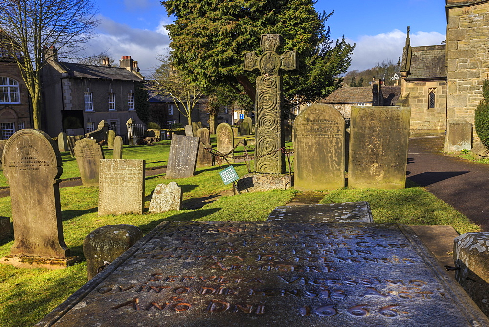 Saxon Cross and Plague victim's table tomb (Catherine Mompesson), Eyam Church, Plague Village, Eyam, Derbyshire, England, United Kingdom, Europe