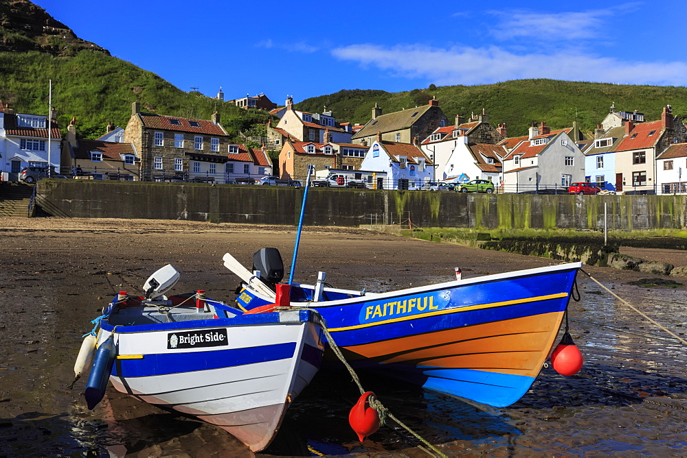 Boats at low tide, cliffs, steep cove of coastal fishing village in summer, Staithes, North Yorkshire Moors National Park, Yorkshire, England, United Kingdom, Europe
