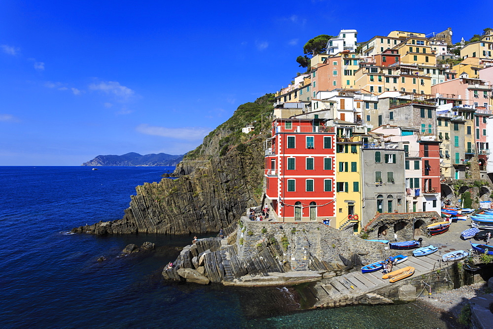Tiny harbour and medieval houses in steep ravine, Riomaggiore, Cinque Terre, UNESCO World Heritage Site, Ligurian Riviera, Liguria, Italy, Europe
