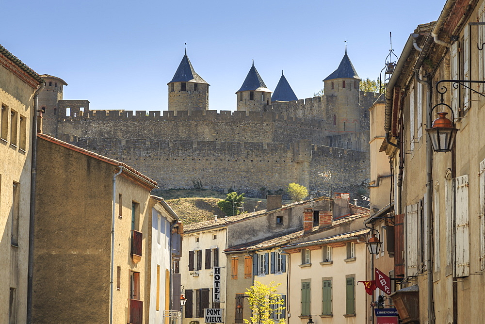 Ville Basse, with view to historic city ramparts, Carcassonne, UNESCO World Heritage Site, Languedoc-Roussillon, France, Europe