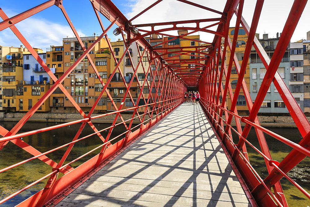 Palanques Vermelles bridge, red bridge across Onyar River, by Gustav Eiffel, City of Girona, Girona Province, Catalonia, Spain, Europe
