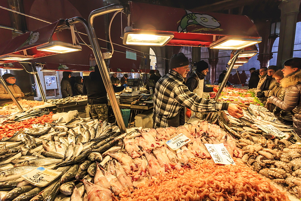 Busy fish stall with many customers and huge array of fish, Pescheria, Rialto Markets, Venice, UNESCO World Heritage Site, Veneto, Italy, Europe