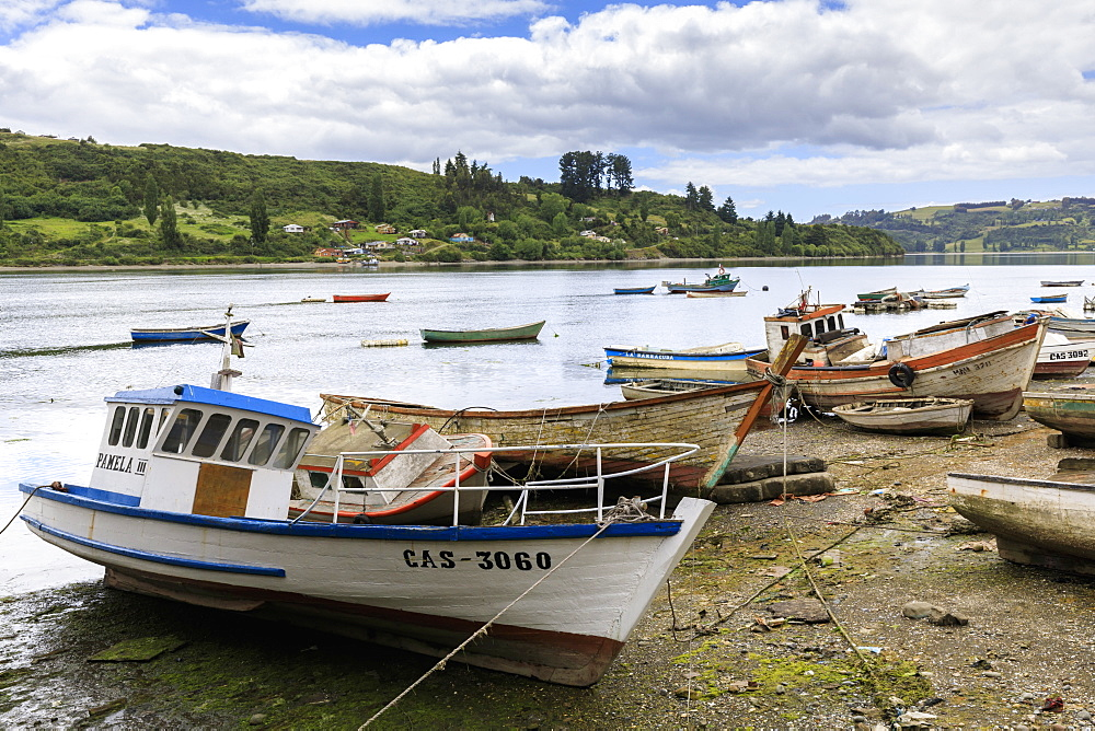 Sheltered estuary with boats, Chiloe, Castro, Isla Grande de Chiloe, Chile, South America - 1167-1868