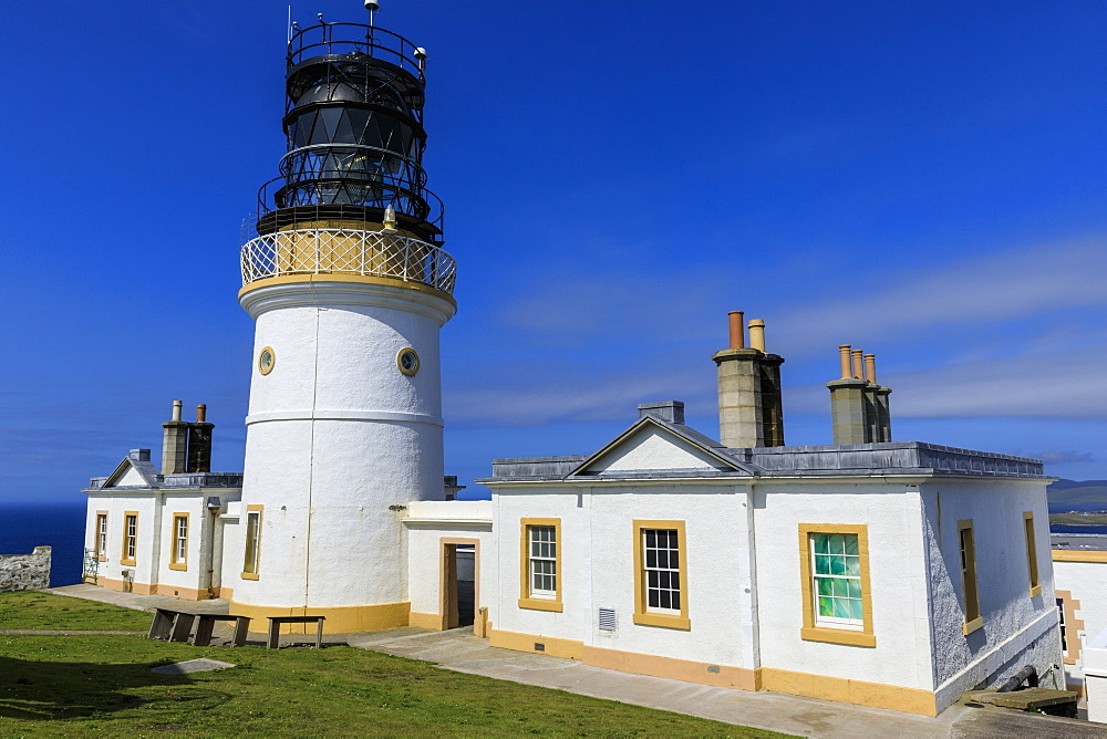 Sumburgh Head Stevenson lighthouse, dating from 1821, in summer, South Mainland, Shetland Islands, Scotland, United Kingdom, Europe
