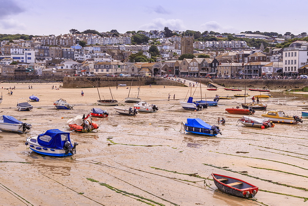 Boats, harbour at low tide, St Ives, popular seaside resort in hot weather, Summer, Cornwall, England, United Kingdom