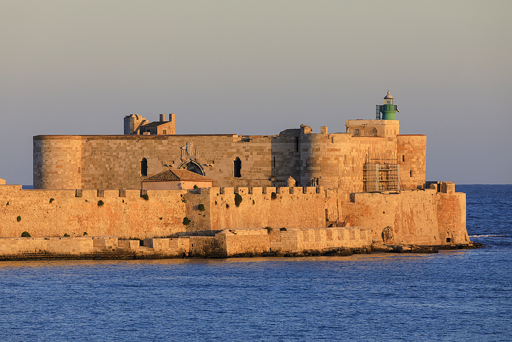 Sunset lights up Maniace Castle, Ortigia (Ortygia), from the sea, Syracuse (Siracusa), UNESCO World Heritage Site, Sicily, Italy