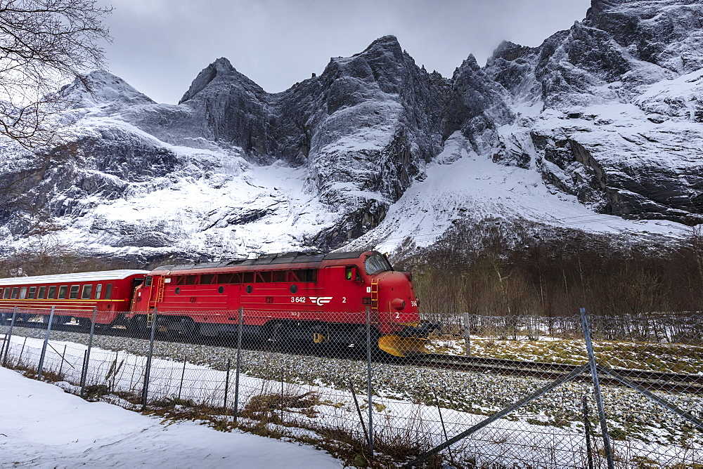 Trollveggen (Troll Wall), vertical rock face, Rauma Railway, Romsdalen Valley, snow, mountains in winter, More Og Romsdal, Norway, Scandinavia, Europe