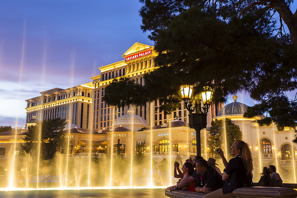 Watching the Bellagio Fountains at dusk, The Strip, Las Vegas, Nevada, United States of America, North America
