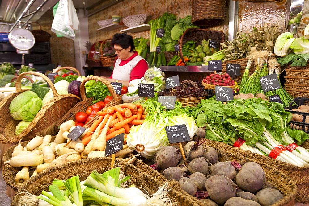 Vegetable stall, Saturday morning at La Boqueria, probably Barcelona's best-known market, off La Rambla, Barcelona, Catalonia, Spain, Europe