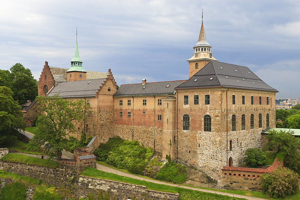 Akershus Castle and fortress on a summer's evening, Oslo, Norway, Scandinavia, Europe