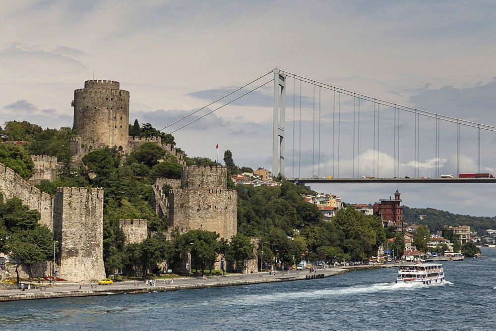 Rumeli Hisari (Fortress of Europe) and Fatih Sultan Mehmet Suspension Bridge, Hisarustu, Bosphorus Strait, Istanbul, Turkey, Europe