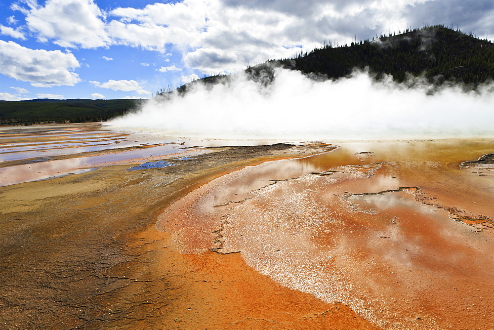 Bright colours and steam, Grand Prismatic Spring, Yellowstone National Park, UNESCO World Heritage Site, Wyoming, United States of America, North America