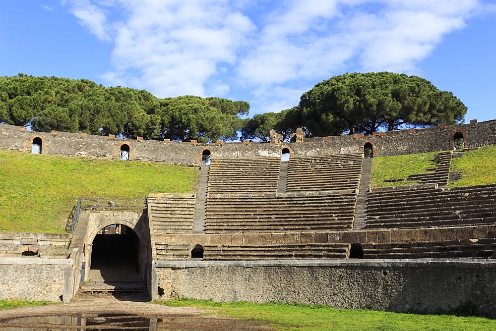 Auditorium and entrance gate, Amphitheatre, Roman ruins of Pompeii, UNESCO World Heritage Site, Campania, Italy, Europe