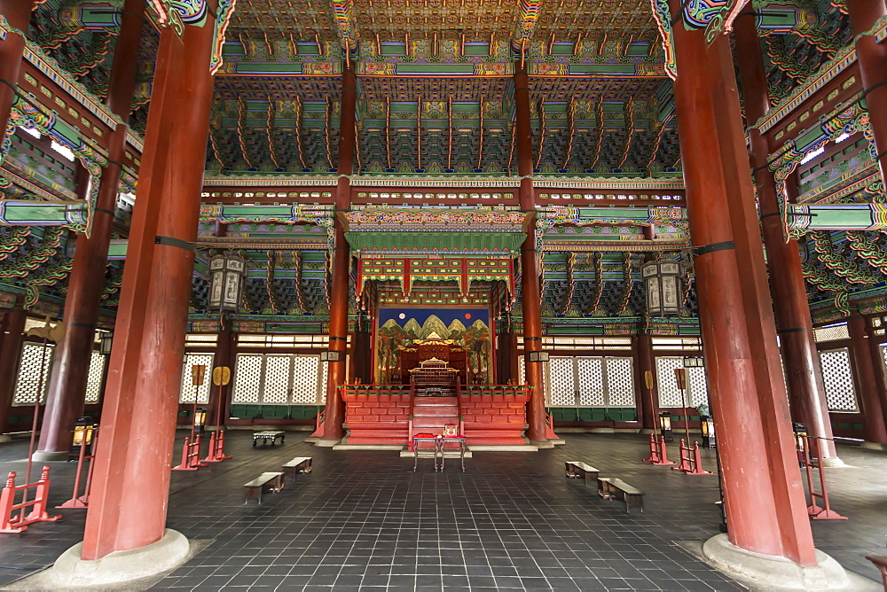 Vivid colours of Imperial Throne Hall (Geunjeongjeon) interior, Gyeongbokgung Palace, Seoul, South Korea, Asia