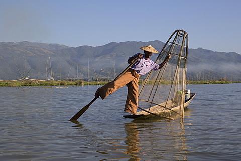 Intha leg rowing fisherman at sunrise, Inle Lake, Nyaung Shwe (Nyaungshwe), Shan State, Myanmar (Burma), Asia - 1170-140