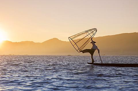Intha leg rowing fisherman at sunset, Inle Lake, Nyaung Shwe (Nyaungshwe), Shan State, Myanmar (Burma), Asia - 1170-159