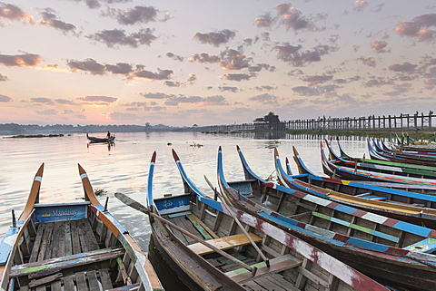 U Bein Bridge and traditional colourfully painted rowing boats on Taungthaman Lake at sunrise, Myanmar (Burma), Asia - 1170-173