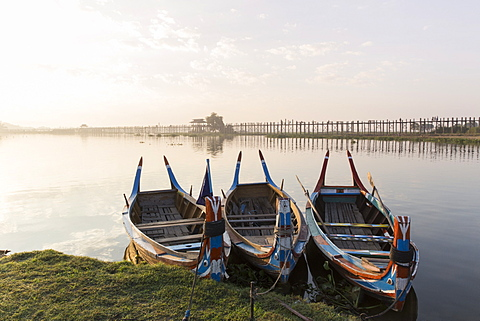 U Bein Bridge and traditional colourfully painted rowing boats on Taungthaman Lake at sunrise, Myanmar (Burma), Asia - 1170-175