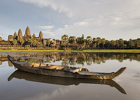 Old wooden boat on lake early morning light, Angkor Wat, UNESCO World Heritage Site, Siem Reap, Cambodia, Indochina, Southeast Asia, Asia - 1170-182