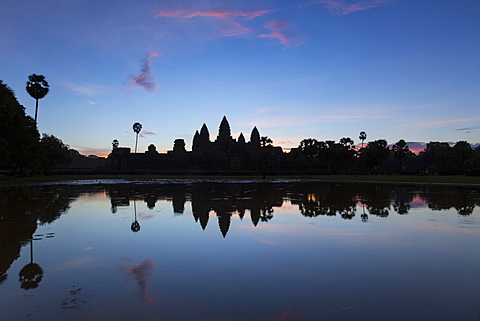 Angkor Wat temple reflected in the lake at sunrise, dawn. UNESCO World Heritage Site, Siem Reap, Cambodia, Indochina, Southeast Asia, Asia - 1170-184