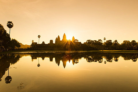 Angkor Wat temple reflected in the lake at sunrise, dawn. UNESCO World Heritage Site, Siem Reap, Cambodia, Indochina, Southeast Asia, Asia - 1170-185
