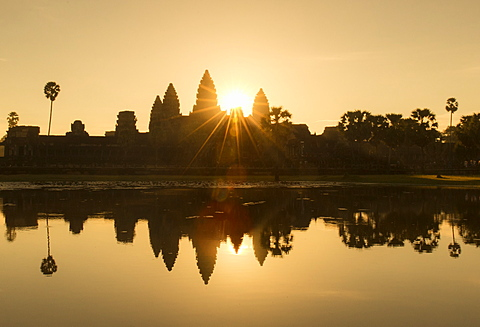 Angkor Wat temple reflected in the lake at sunrise, dawn. UNESCO World Heritage Site, Siem Reap, Cambodia, Indochina, Southeast Asia, Asia - 1170-186