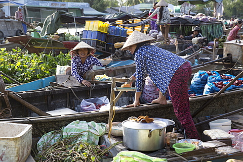Women on boat selling food wearing conical rice hats, Phong Dien floating market, Can Tho, Mekong Delta, Vietnam, Indochina, Southeast Asia, Asia - 1170-192