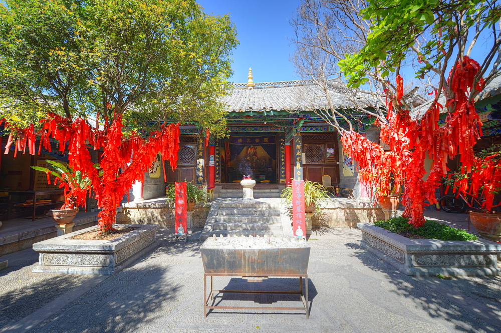 Trees with red ribbons at Pu Xian Temple in Lijiang Old Town, UNESCO World Heritage Site, Lijiang, Yunnan, China, Asia
