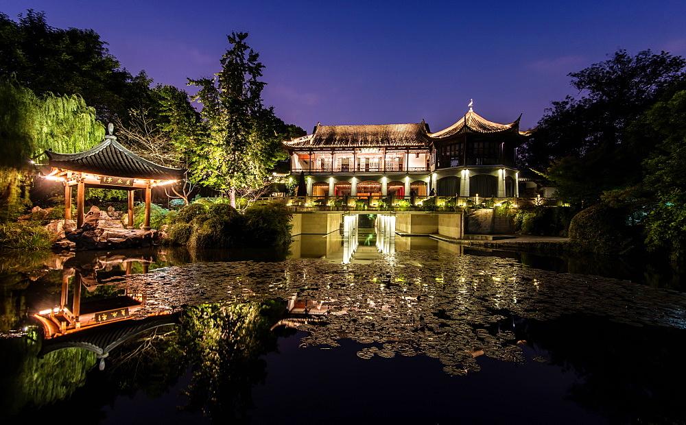 Illuminated Wen Ying Ge Tea House and pavilion at West Lake, Hangzhou, Zhejiang, China, Asia