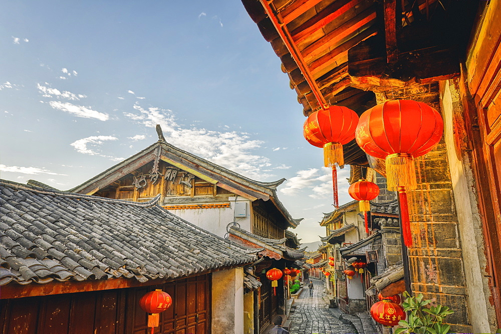 In the mornings, Lijiang is mostly sleeping and the stores are still closed, Lijiang, Yunnan, China, Asia
