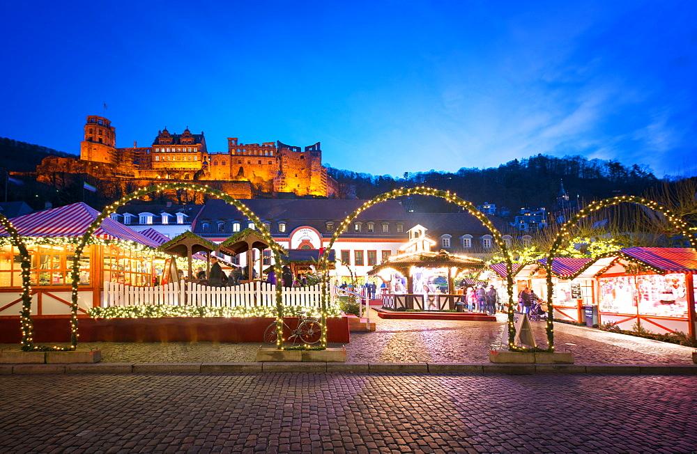 Christmas Market at Karlsplatz in the old town of Heidelberg, with Castle Heidelberg, Heidelberg, Baden-Wurttemberg, Germany, Europe