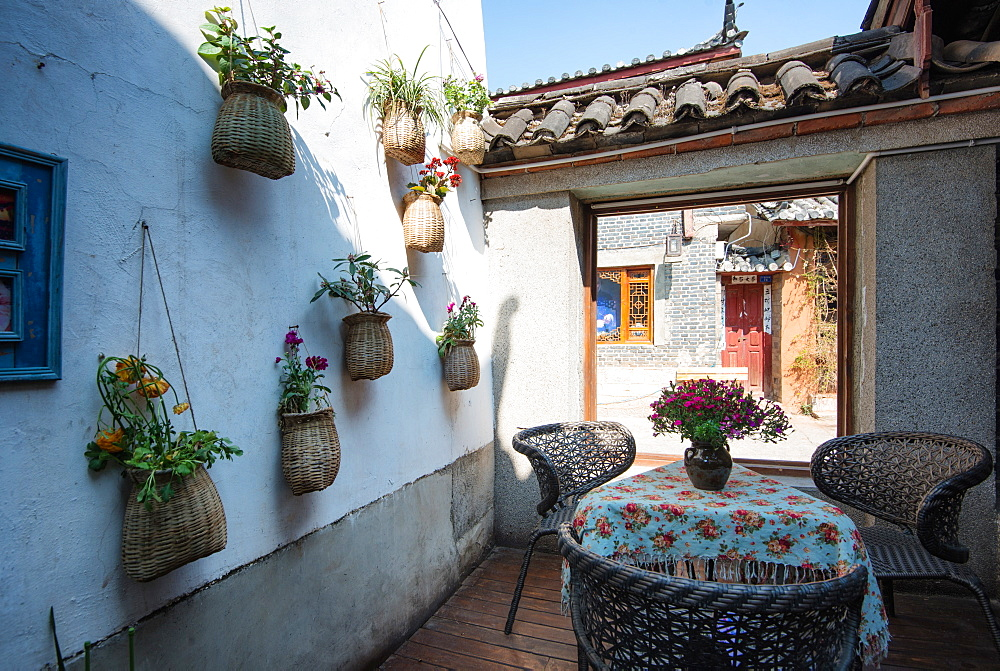 Cafe in Lijiang Old Town, UNESCO World Heritage Site, Lijiang, Yunnan, China, Asia