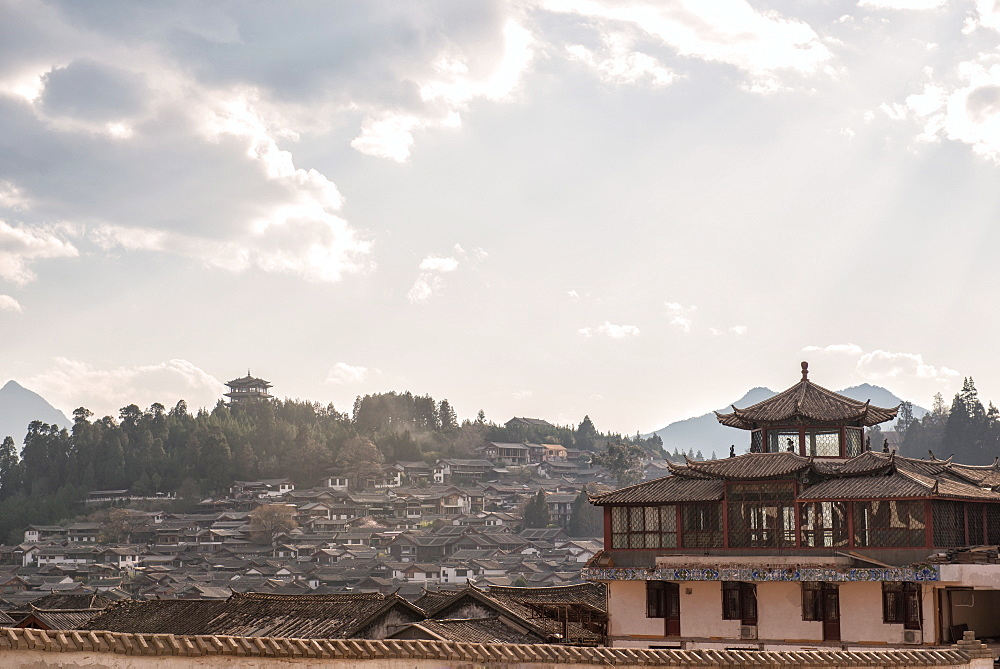 Lijiang architecture with Lion Hill and Wan Gu Tower, Lijiang, Yunnan, China, Asia