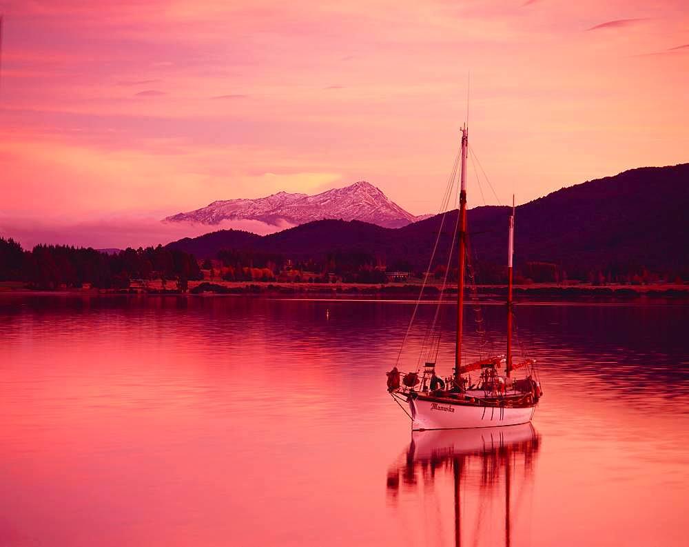 Te Anau Lake, New Zealand