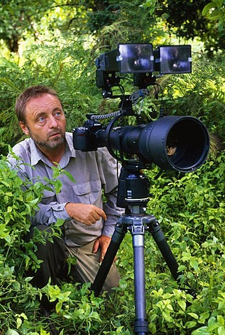 Frans Lanting at work, Luangwa Valley, Zambia