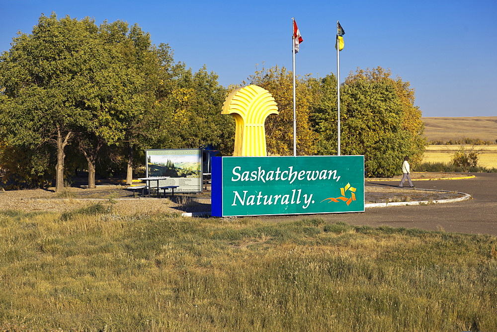 Saskatchewan sign board on Alberta and Saskatchewan border, Saskatchewan, Canada