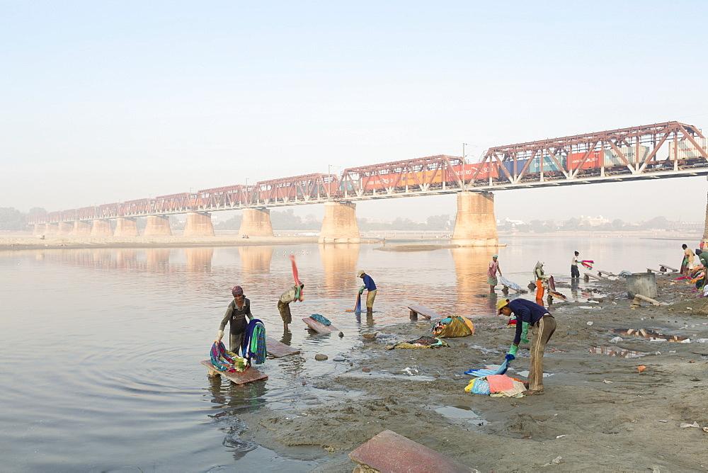 Dhobi washing clothes at the Dhobi ghats on the Yamuna river, Agra, Uttar Pradesh, India, Asia