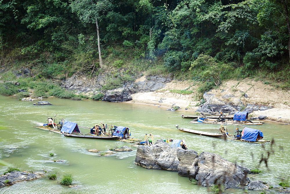 Tanintharyi Division, Gold panners on the upper Great Tenasserim (Tanintharyi) River, Sinbyudaing, Tanintharyi, Myanmar (Burma), Southeast Asia