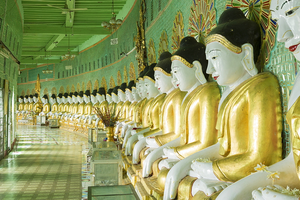 Buddhas in the U Min Thonze Cave temple, Sagaing hill, Sagaing, Myanmar (Burma), Southeast Asia