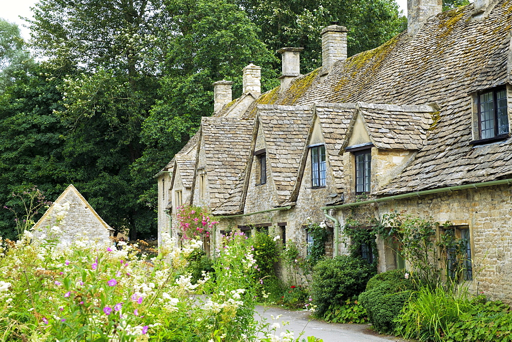 Typical Cotswold houses in the village of Bibury, The Cotswolds, Gloucestershire, England, United Kingdom, Europe