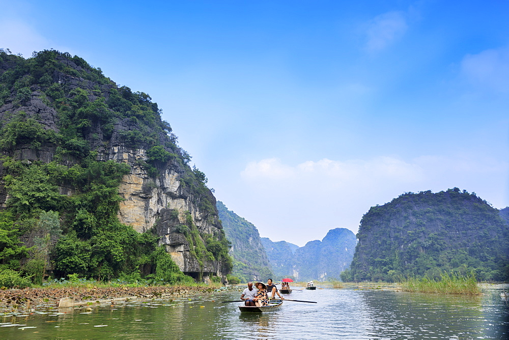 Karst Landscapes of Tam Coc and Trang An in the Red River area, UNESCO World Heritage Site, near Ninh Binh, Vietnam, Indochina, Southeast Asia, Asia