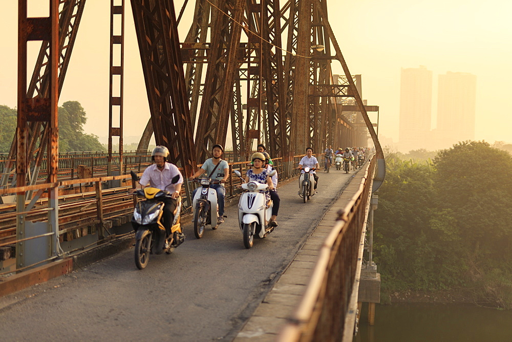 Commuters on the Long Bien Bridge over the Red River in Hanoi, Vietnam, Indochina, Southeast Asia, Asia