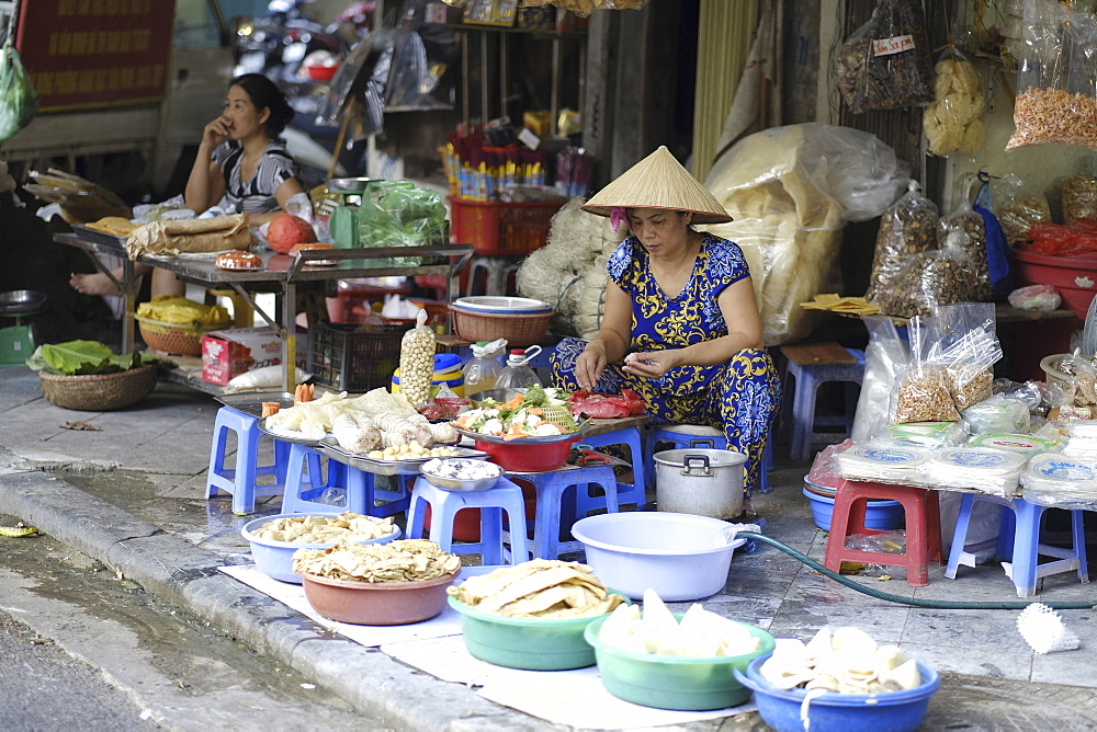 Local market trader, Hanoi, Vietnam, Indochina, Southeast Asia, Asia