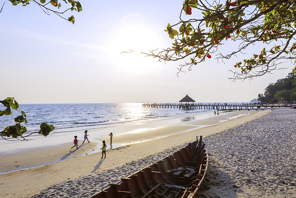City beach and pier, Sihanoukville, Cambodia, Indochina, Southeast Asia, Asia