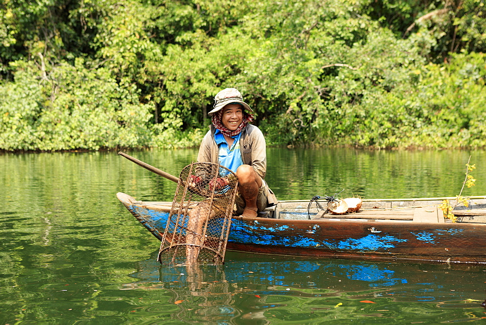 Crayfish fisherman on a tributary of the Phipot River in the Cardamom mountains, Koh Kong, Cambodia, Indochina, Southeast Asia, Asia