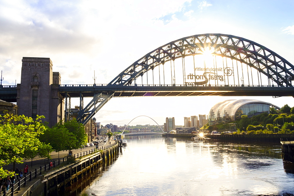 The Tyne Bridge and Sage Gateshead Arts Centre, Gateshead, Newcastle-upon-Tyne, Tyne and Wear, England, United Kingdom, Europe - 1176-798