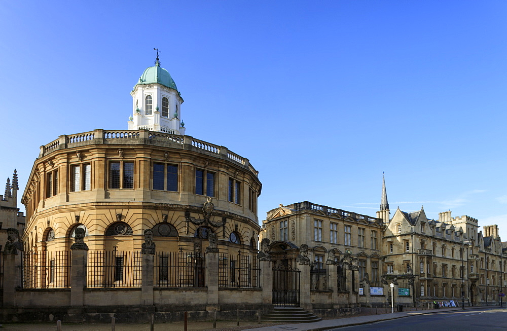The Sheldonian Theatre by Christopher Wren, Oxford, Oxfordshire, England, United Kingdom, Europe - 1176-802