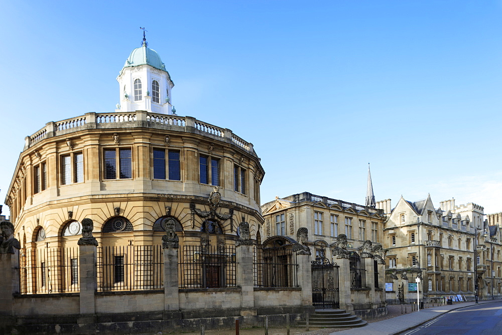 The Sheldonian Theatre by Christopher Wren, Oxford, Oxfordshire, England, United Kingdom, Europe - 1176-805