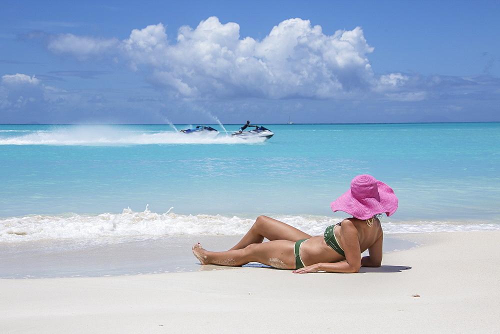 Tourist admires the turquoise Caribbean Sea, Jolly Beach, Antigua, Antigua and Barbuda, Leeward Islands, West Indies, Caribbean, Central America