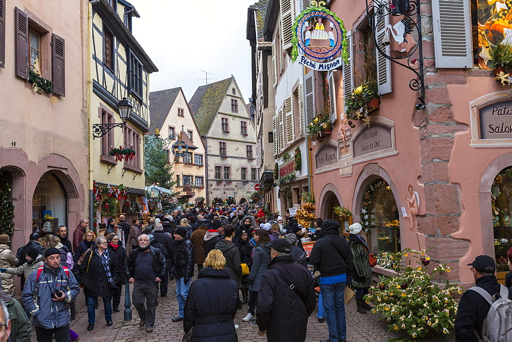 Tourists in the pedestrian road of the old town at Christmas time, Kaysersberg, Haut-Rhin department, Alsace, France, Europe